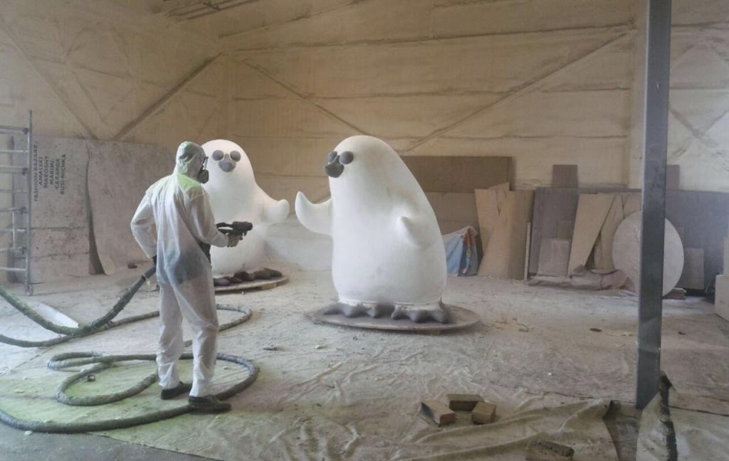 Защита полимочевиной скульптур, фигур из пенопласта